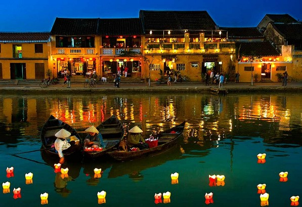 reasons-to-visit-vietnam-hoi-an-town